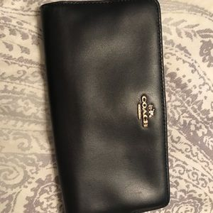Leather bifold coach wallet